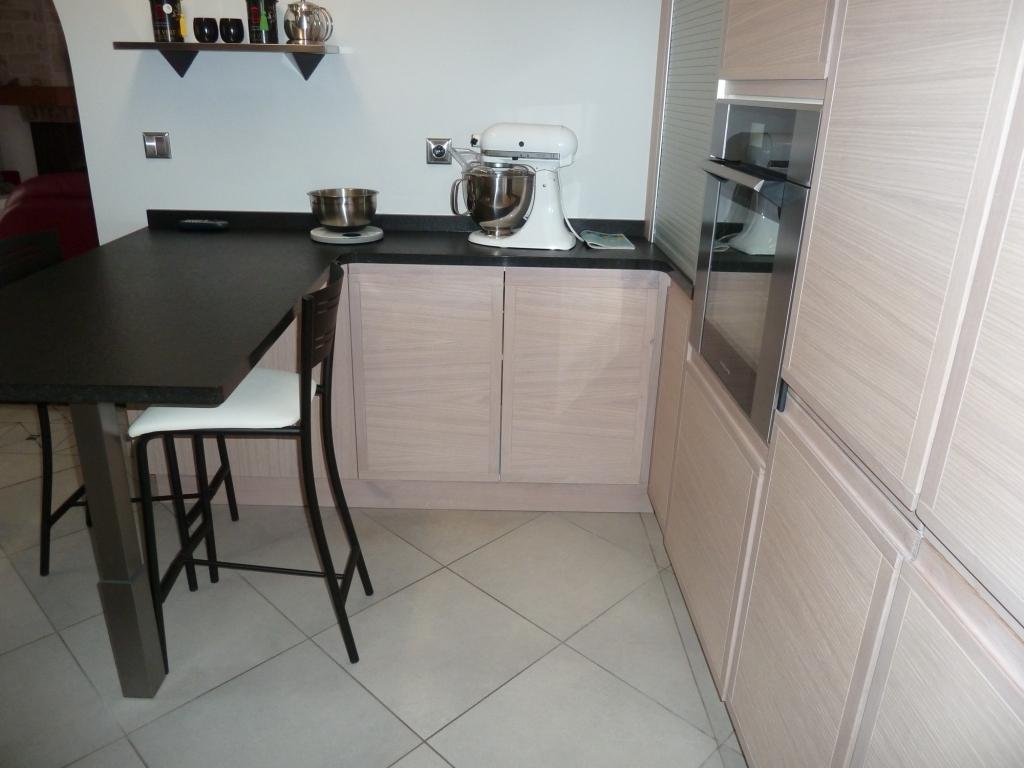 Cheap cuisine avec portes et tiroirs sans poigne for Chant meuble cuisine